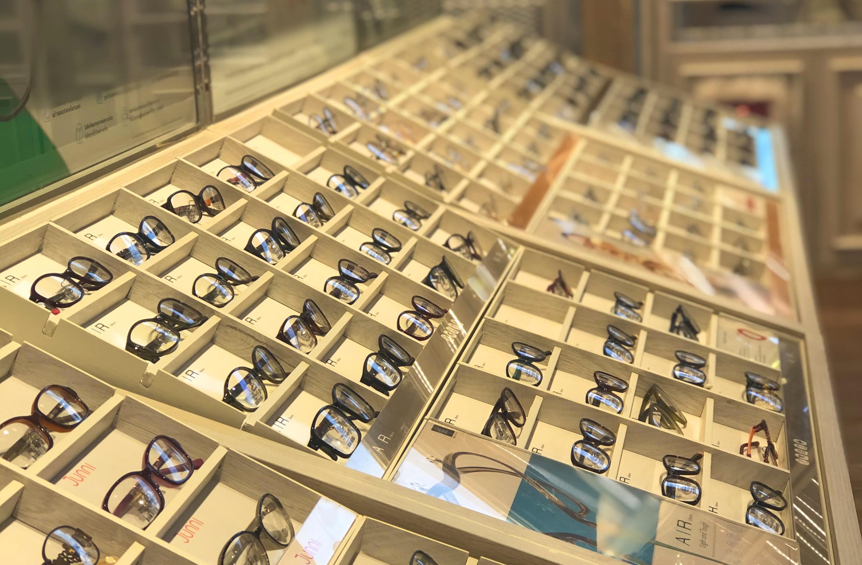 แว่นตา OWNDAYS (ภาพถ่ายโดยผู้เขียน)